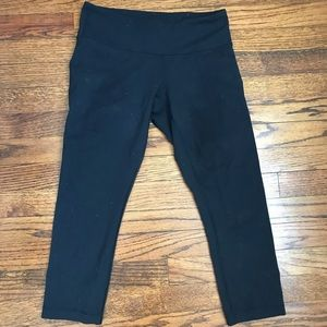 Black Lululemon Wunder under crop- luon material 6